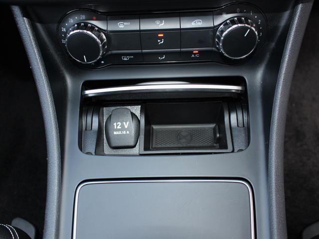 CLA180 シューティングブレーク 1オーナー・LEDライト・純正ナビ・バックカメラ・フルセグ・リアパワーゲート・キーレスゴー・パドルシフト・ディスタンスパイロット・Aストップコーナーセンサー・ETC・USB・Bトゥース・禁煙車(9枚目)