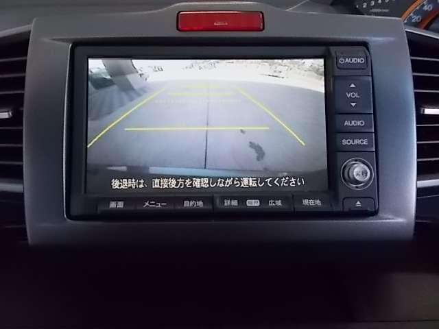 【リアカメラ】ギアをバックに入れていただくと自動的にモニターが切り替ります。ガイドライン付で距離感もつかめて車庫入れも安心! 目視確認もお願い致します。 TEL 042-679-6101