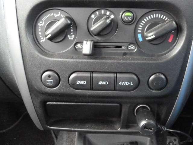 エアコンはダイヤルで調整するマニュアルエアコン!