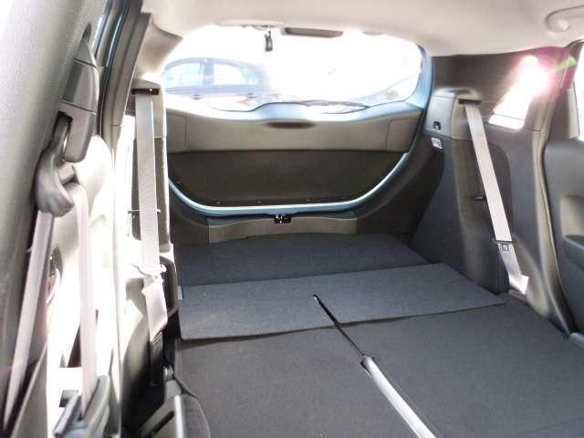 シートはたたんでカーゴスペースを拡大できます。 大きな荷物もヘッチャラです!