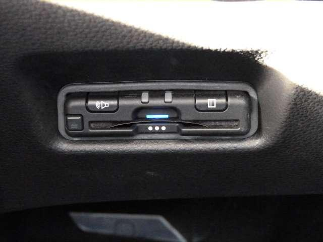 【ETC】 高速道路もキャッシュレスでらくらく利用できるETC車載器を装備しています。