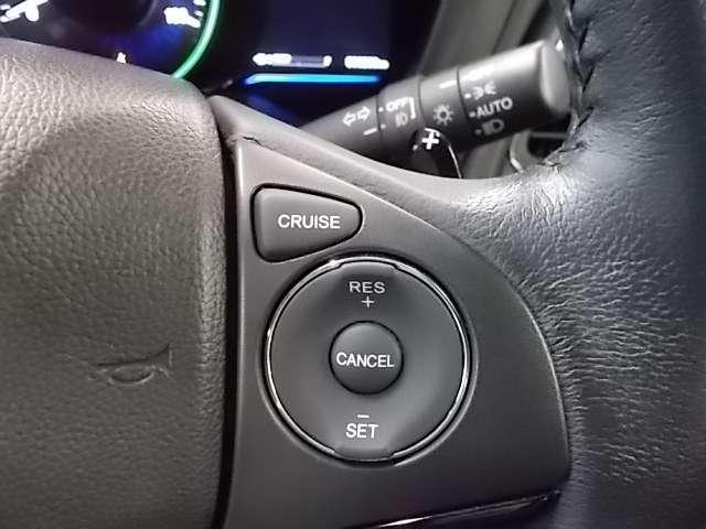 【クルーズコントロール】アクセルペダルを踏まずに一定の速度で走行できます。加速・減速の繰り返しの少ない高速道路などで便利です♪燃費もよくなります!詳しい使い方はスタッフにお尋ねください♪