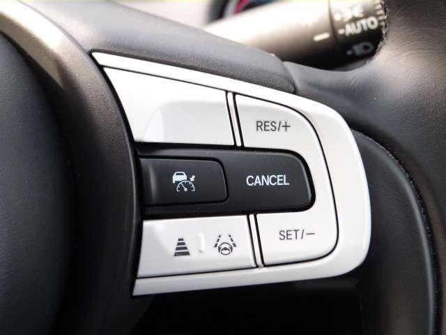 【クルーズコントロール】アクセルペダルを踏まずに一定の速度で走行できます。加速・減速の繰り返しの少ない高速道路などで便利で、燃費もよくなります!詳しい使い方はスタッフにお尋ねください♪