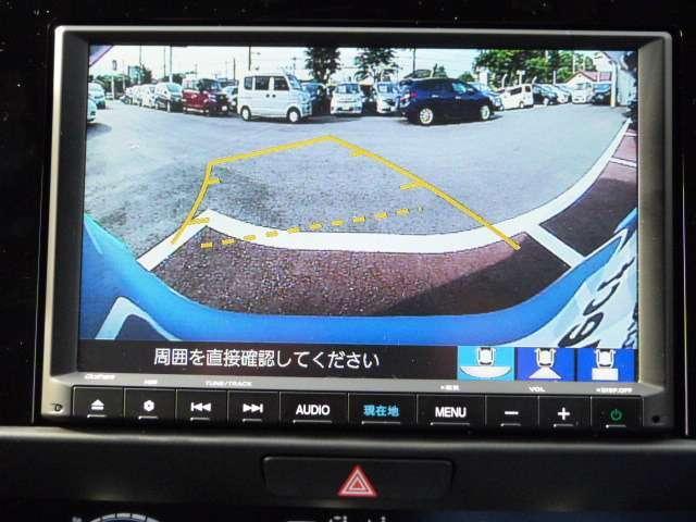 バックカメラもハンドの切れ角によりガイド線もかわります。