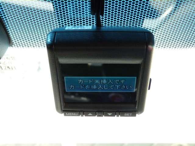 今話題のドライブレコーダーも前後に装着!