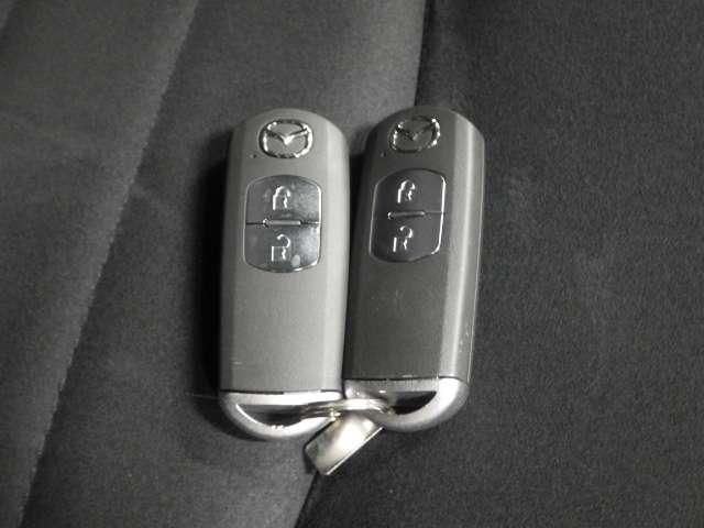 【スマートキー】いちいちバッグやポケットからカギを探し出さなくても、持ってるだけでカギの開け閉めからエンジン始動までできちゃう 賢く便利なスマートキーです♪