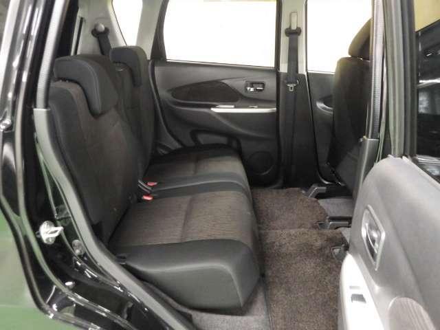 【足もと広々】リアシートの足元広々!ゆったり空間で楽チン♪ ロングドライブも快適です♪