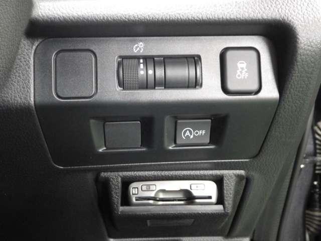 2.0iアイサイト リア席モニター Rカメラ ルーフレール 記録簿 AC TVナビ 禁煙車 バックモニター HIDヘッド アルミ 地デジTV 4WD スマートキー メモリーナビ キーレス ETC CD レーダクルコン(11枚目)