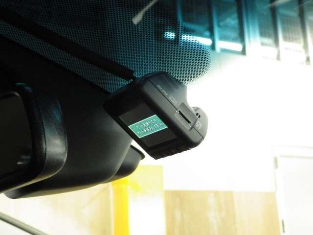 ハイブリッド ホンダセンシング 前後Dレコ 9inナビ Rカメラ 禁煙 1オーナ Bモニ ETC 衝突軽減ブレーキ 禁煙車 クルコン フルセグTV メモリーナビ ナビTV DVD スマキー ワンオーナー(4枚目)