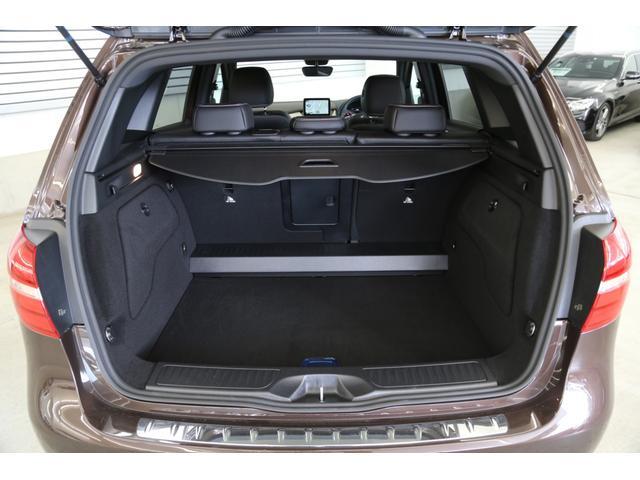 ゴルフバッグは勿論、広いスペースが確保されていますので、生活用途にあったお荷物の積載が可能でございます。