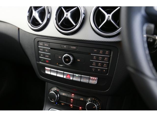 快適な運転に欠かせない装備の一つで御座います。冬場の寒い時期には、エアコンの温度が高くなる前に座席が温かくなり、体の冷えを解消してくれます。また、3段階の温度調整が可能です。