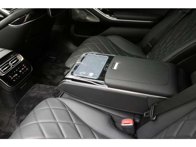 S500 4マチックロング AMGライン 新型Sクラス ファーストエディション 特別仕様車(全国限定540台) 左ハンドル 純正21インチアルミ リアコンフォートP ワンオーナー 禁煙車 認定中古車(9枚目)