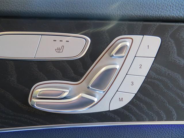 3人分シートポジション(ハンドル サイドミラー シート)を記憶させる事ができます。スイッチ一つでベストポジションを呼び出せます。毎回シートポジションを設定する煩わしさがいらなくなり、便利な装備です。