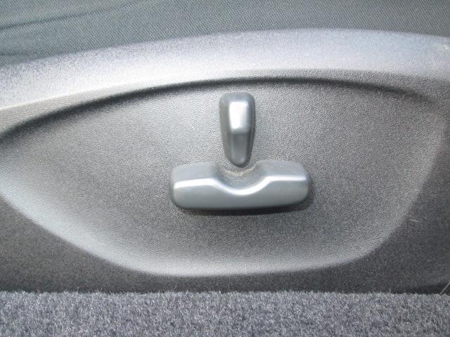 運転席は調節も出来るオートリフター付きでベストなポジショニングで運転出来ます