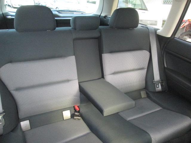 センターアームレスト付セカンドシートが採用されています。