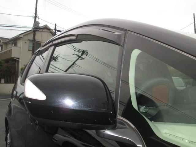 LEDドアミラーウインカーやプライバシーガラス雨などの換気に便利なドアバイザー