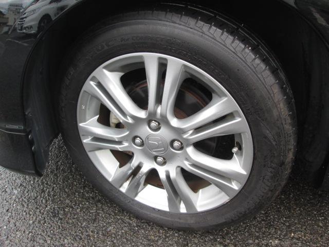 純正アルミ付きタイヤ(185/55R16)はとても状態が良く、当面の交換不要で経済的です。