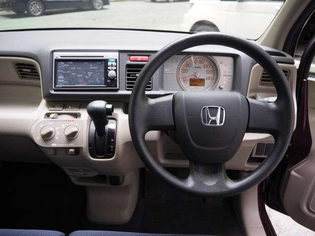 Honda車初めての方にも扱いやすく分かりやすいインパネ周りと各種スイッチ類です