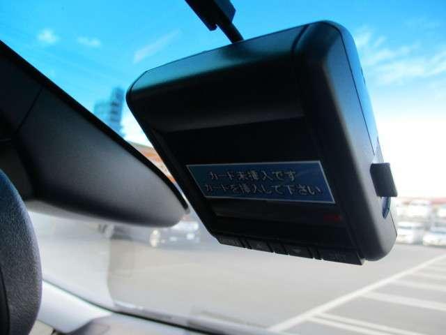 純正のドライブレコーダーを装備しています