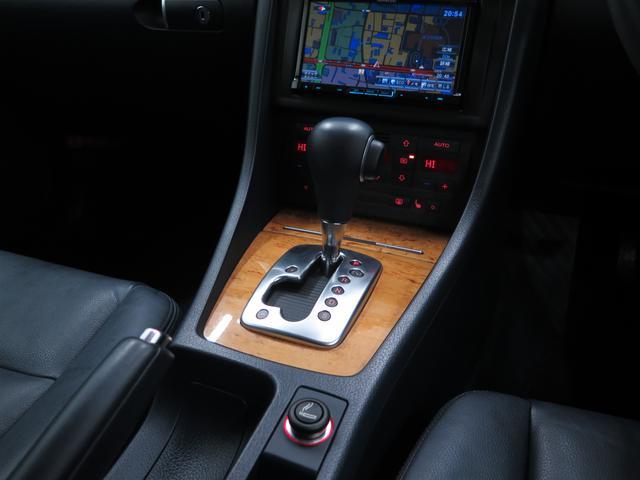 アウディ アウディ A4アバント 2.0TFSIクワトロラグジュアリプラス
