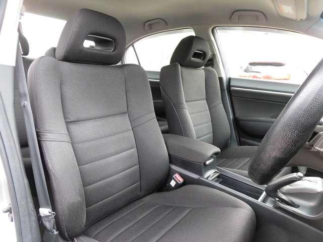長距離運転や長い時間の運転でも疲れにくい厚みのあるシートとなっています☆