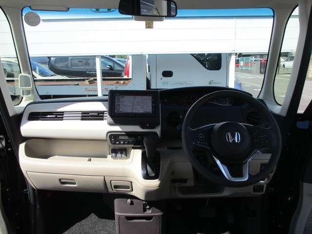 車内の天井が高く、圧迫感の無い快適なドライブをお楽しみください