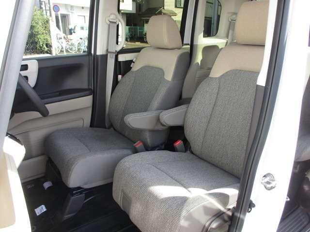 助手席のスライド幅が大きく、使い勝手に合わせて調節可能!