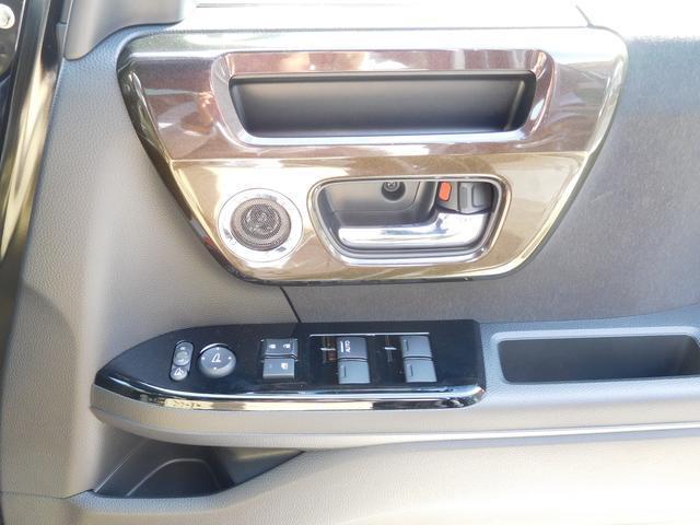 電動格納ミラー搭載です。狭い所に駐車の際には大変役に立ちます。パワーウィンドウも標準です。