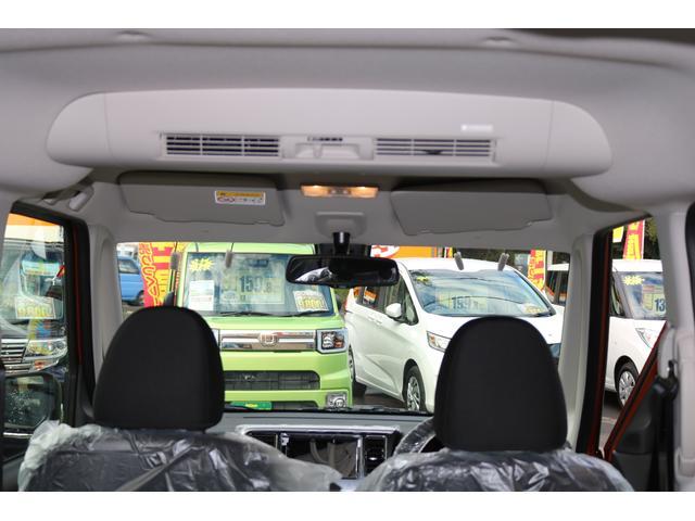 リアシーリングファンが標準装備です。室内に風の流れを作りますので、冷暖房をしっかりと後席まで伝えられるようになり、全席で快適な空間となります。