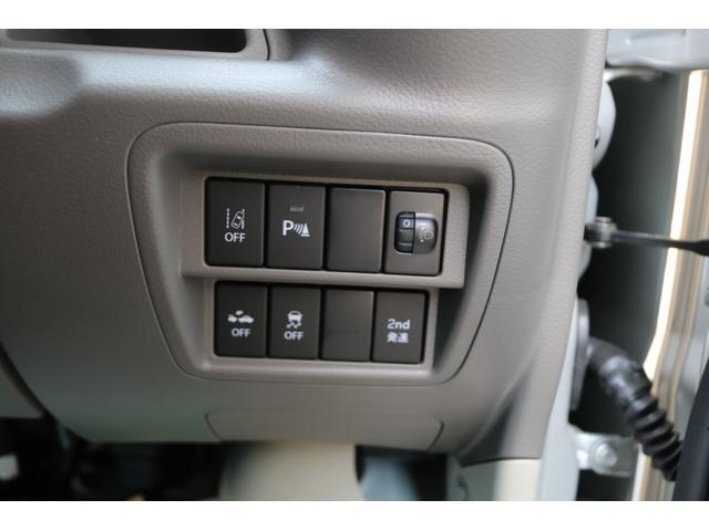 プッシュスタート標準装備です。カギを挿さずにエンジンの始動からドアの開け閉めまで出来てしまうスマートキーの仕様になっている為、カギを探す手間がありません。