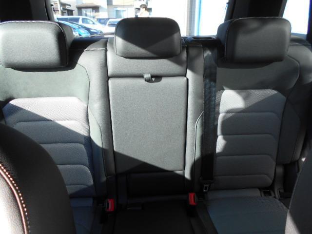 大人二人がしっかりと座れるリヤシート。使用感少なくとても綺麗な状態です。