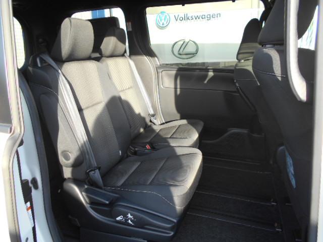 リアシートの居住性も確保されておりますので、ご家族はもちろんご友人とのドライブでも快適にご利用いただけます。