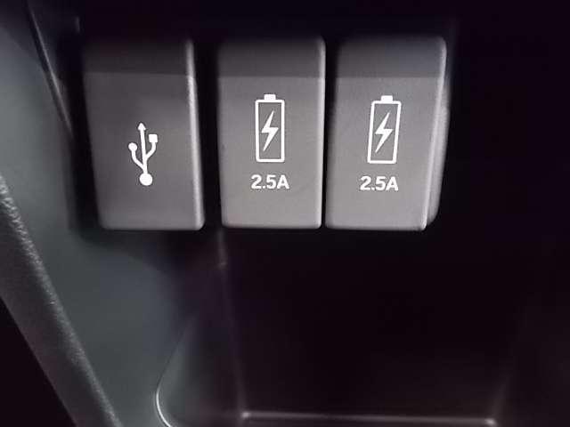 USBスロットはチャージャー用も装備