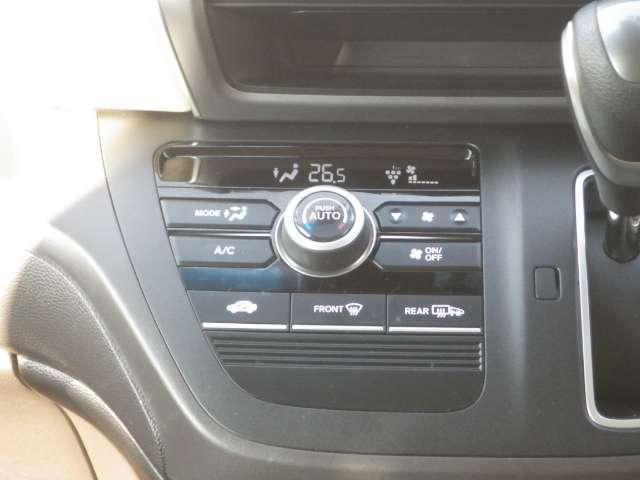 車内を快適に保つプラズマクラスター技術搭載のフルオートエアコンディショナーを装備