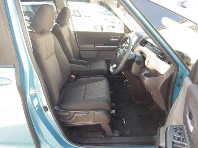 運転席はハイトアジャスター(ラチェット式)付。ドライバーの体型に合わせて、座面の高さを調整出来ます。