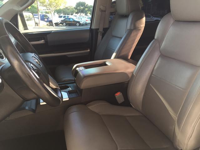 米国トヨタ タンドラ クルーマックスリミテッド 4WD 本革 サンルーフ 走行証明