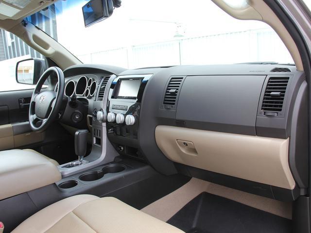 クルーマックス 4WD V8-5.7L 新車並行車(9枚目)