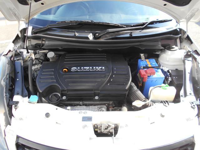 ウインドーウォッシャー液の補充、エンジン冷却水のチェックはボンネットを開けて行います。