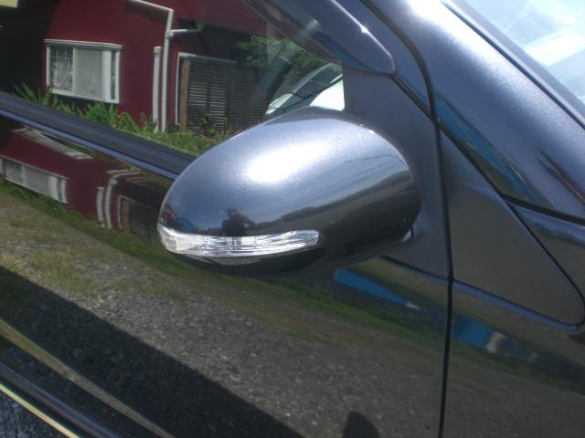 ウインカー付き電動格納ミラー。http://www.classicauto-s.comストックヤードに保管している車もございますのでご来店前にお電話くださいTEL 0467-40-5367