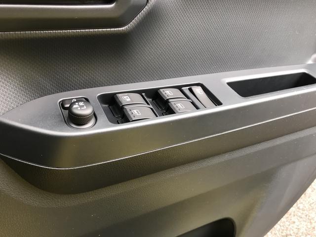 インパネは落ち着きのあるデザイン。操作しやすいスイッチ類です!