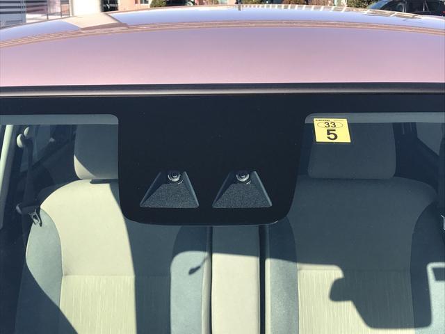 丸いライトにメッキのパーツがクラシカルな印象。小回りが効いて前も見やすい、運転しやすい車です。