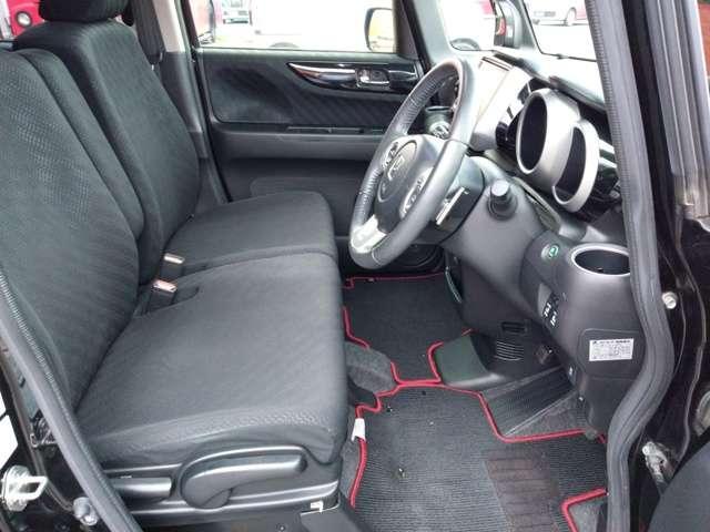 フロントシートは大きな汚れ・破れ等なく綺麗な状態が保たれています。