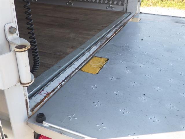 トラック専門店ならではの知識、経験を生かしお持ちいただいた修復歴車は板金であれば、ほぼどのような形でも修復いたします。お問い合わせは0066-9708-3863まで!!