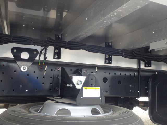 ヨシノ自動車では、トラックの使用目的、お客様のニーズに合わせられる様、常備100台以上の在庫を取り揃えております。お問い合わせの際は、【お問合せ番号】をお伝えください。