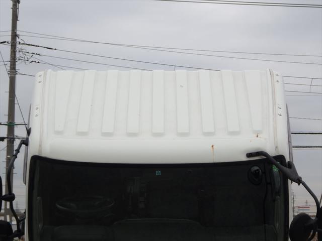 ヨシノ自動車では、常時100台以上のトラックを展示しております。もちろん、車両を直接見ていただくこともできますのでお気軽にお電話くださいませ!!→→→TEL:044-333-5656