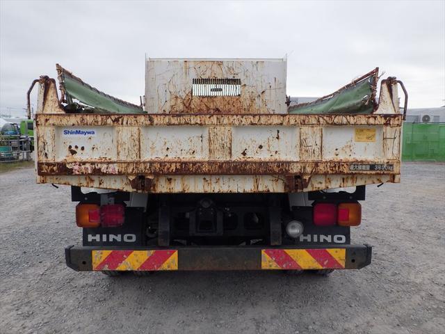 トラック専門店ならではの知識、経験を生かしお持ちいただいた修復歴車は板金であれば、ほぼどのような形でも修復いたします。