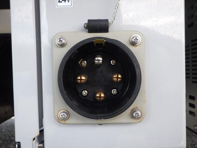 日野 中型冷凍車(16枚目)