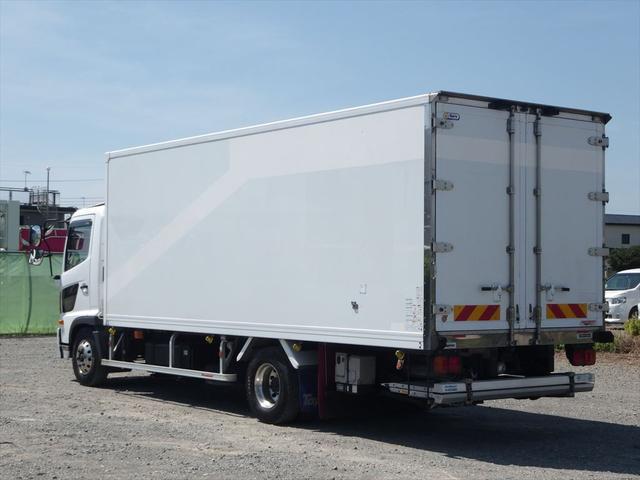 日野 中型冷凍車(4枚目)
