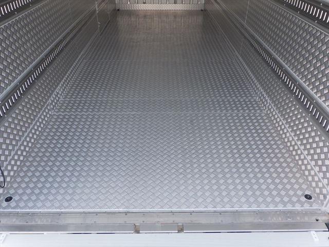 日野 中型冷凍車(11枚目)