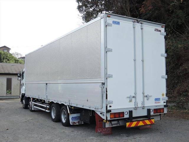 ヨシノ自動車では、常時100台以上のトラックを展示しております。もちろん、車両を直接見ていただくこともできますのでお気軽にお電話くださいませ!!お問い合わせは0066-9708-3863まで!!